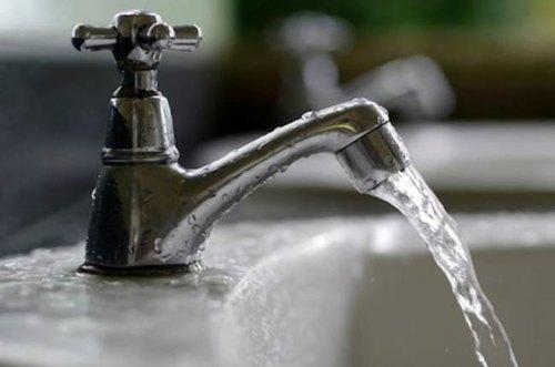 Grossi rubinetti soffiano lavoro