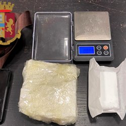 Cocaina, mannitolo e bilancino di precisione sequestrati al pusher